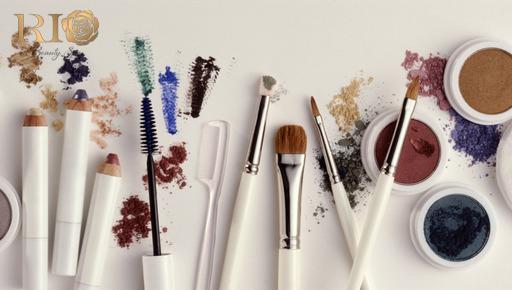 Chú ý làm sạch dụng cụ makeup để tránh làn da nên mụn